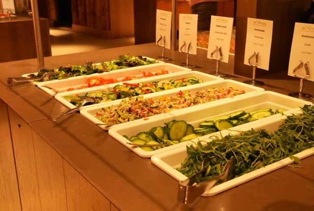 Heerlijk verse saladebar