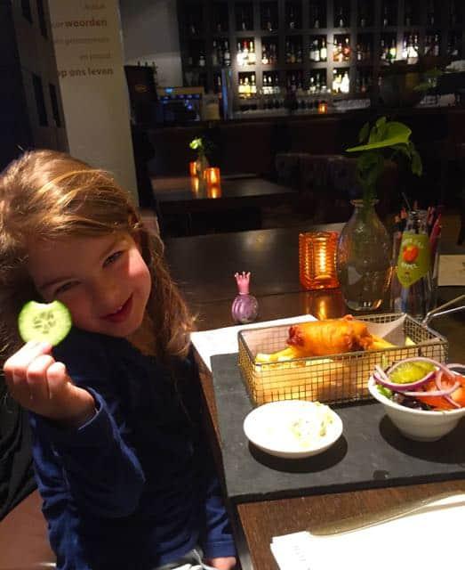 Noor met haar fish & chips
