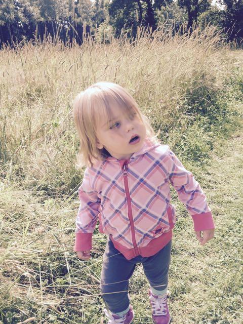Het gras staat hoger dan Pippa lang is