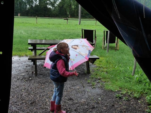 Kids vinden de regen geen probleem