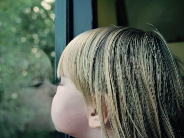 Ik doe lekker mijn hele gezicht tegen het raam