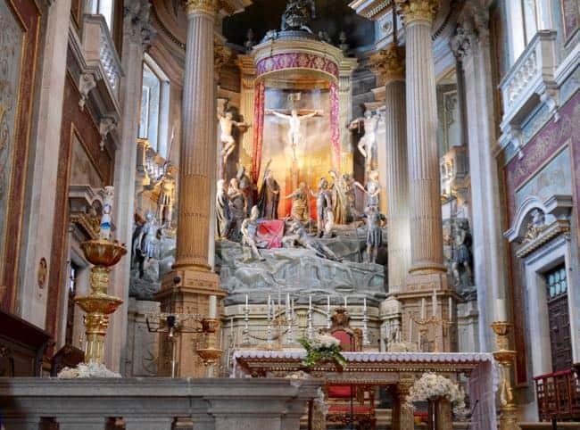Inside de Bom Jesus. Noor vond het indrukwekkend.