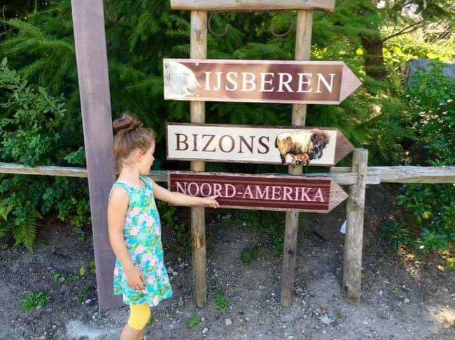 Goedemorgen Blijdorp! We beginnen bij het Noord-Amerikaanse gedeelte. Noor ziet dat daar NOORd staat.