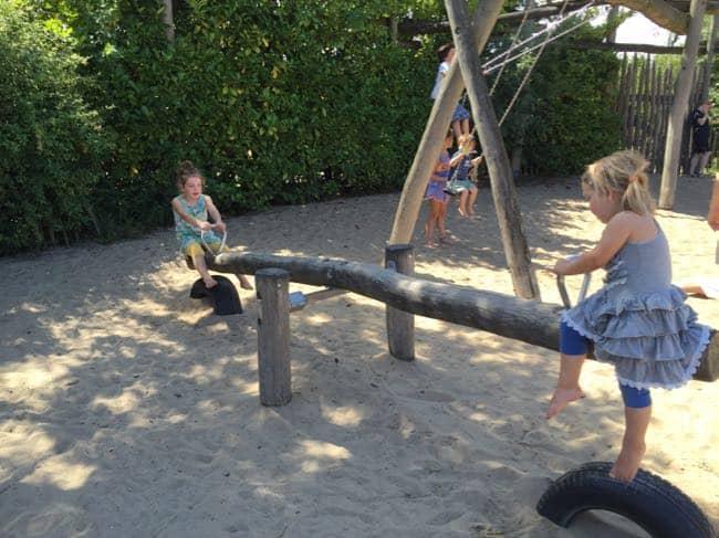 Bij de Oewanja Lodge hebben we de tijd genomen om te spelen.